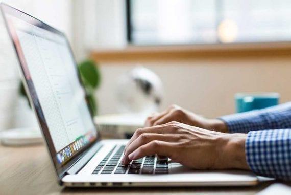 Переработка старого контента может повысить рейтинг в обычном поиске и привлечь больше потенциальных клиентов.